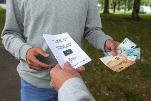 Tours : une femme en garde à vue après le piratage de 3000 pass sanitaires à Angers