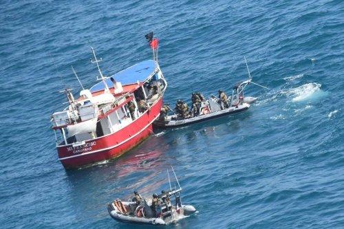Un navire vénézuélien en flagrant délit de pêche illégale, intercepté et dérouté lors d'une opération de contrôle des pêches - Guyane la 1ère