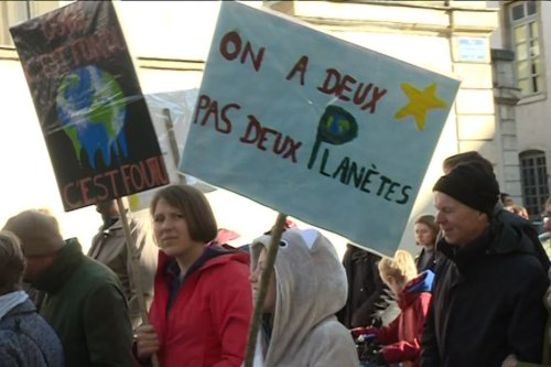 """Climat : """"On espère qu'il y aura du monde dans la rue pour manifester avant l'examen du projet de loi"""""""