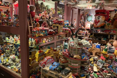 Trains, Lego, flippers, petites voitures. Pour les collectionneurs et passionnés de jouets, c'est tous les jours Noël !