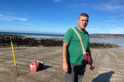 Erquy : Alejandro Hernandez pêche les vers marins et c'est son métier