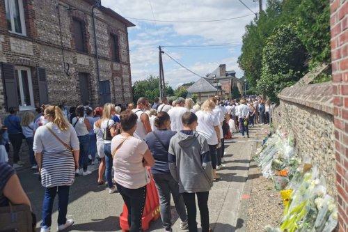 Eure : marche blanche en hommage aux quatre adolescents décédés à Amfreville-sous-les-Monts