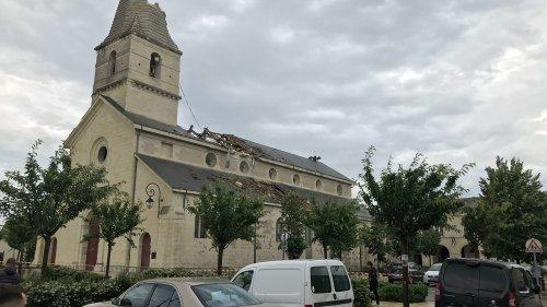 Indre-et-Loire : une tornade arrache le clocher de l'église de Saint-Nicolas-de Bourgueil