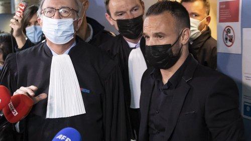 """Affaire de la """"sextape"""" : le procès commence sans Karim Benzema, Mathieu Valbuena livre sa version des faits"""