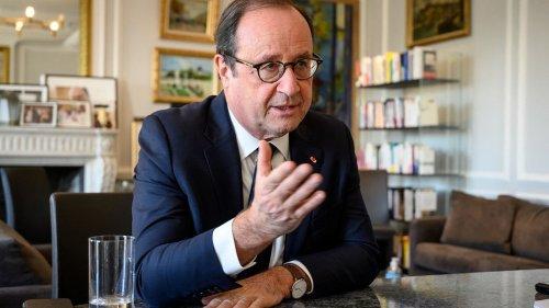 """Dans un nouveau livre, François Hollande compare Emmanuel Macron à """"un voyageur sans boussole"""""""