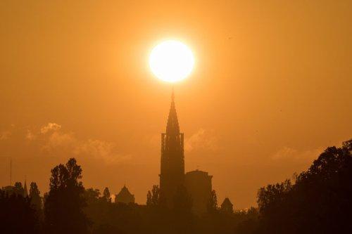 EN IMAGES. Strasbourg : quand le soleil et la cathédrale s'alignent parfaitement, un spectacle à voir deux fois par an