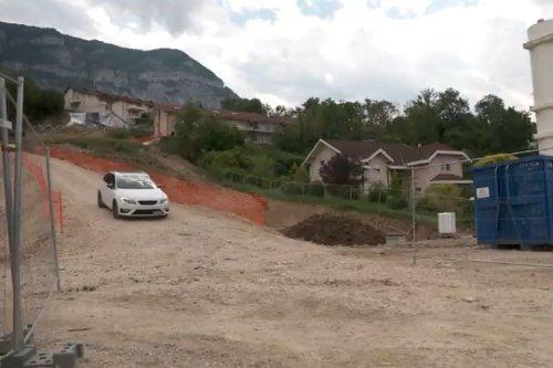 Après un mois d'attente, les sinistrés de Bossey (Haute-Savoie) récupèrent leurs véhicules bloqués par un éboulement