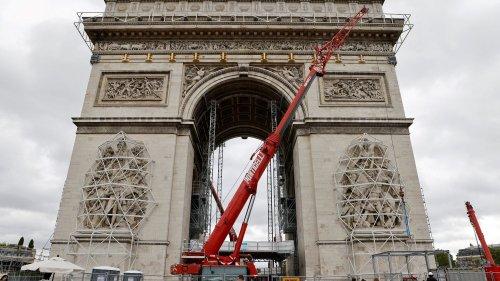 """L'empaquetage de l'Arc de Triomphe à Paris """"apportera une vision épurée et contemporaine de l'édifice"""", assure la maire du 8e arrondissement"""
