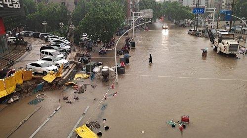 """Chine : des inondations """"extrêmement graves"""" font au moins 12 morts dans le métro de Zhengzhou"""