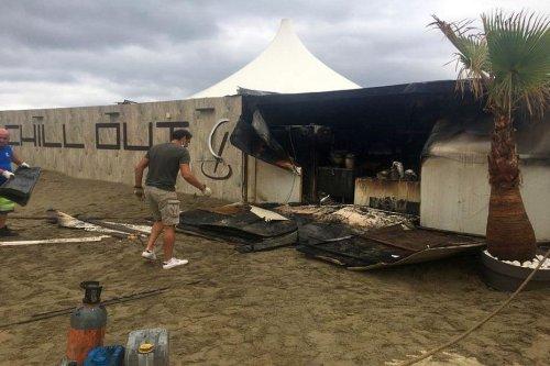 """Pyrénées-Orientales : un incendie ravage le club """"Chill'Out Beach"""" à Canet-en-Roussillon"""