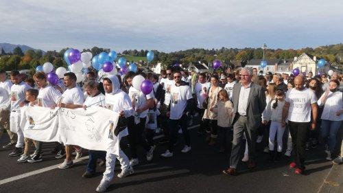 Pyrénées-Atlantiques : 800 personnes participent à une marche blanche à Nay en hommage à Mathis, un collégien mort après un cours de sport