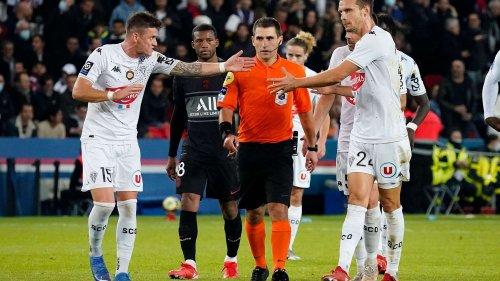 Ligue 1 : le Paris Saint-Germain est-il vraiment favorisé par la VAR ?
