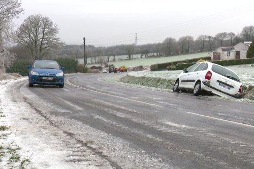 Neige et verglas en Bretagne. Les conditions de circulation bien améliorées en journée mais attention au regel
