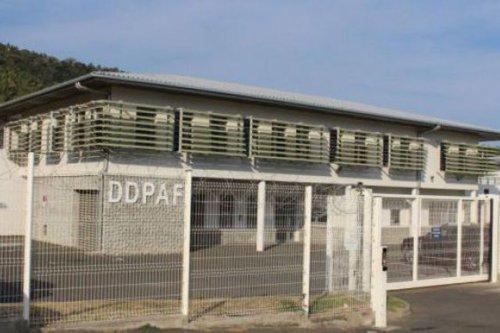 Après un an d'enquête, la police interpelle un escroc présumé en situation irrégulière - Mayotte la 1ère