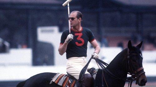 Le prince Philip, un fan de sport et un cavalier couronné