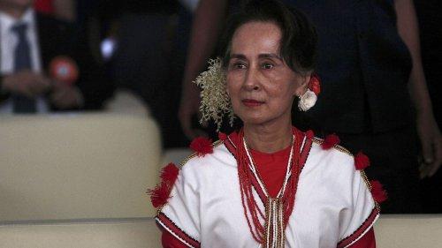 """Birmanie : l'ex-dirigeante Aung San Suu Kyi jugée pour """"incitation aux troubles publics"""""""