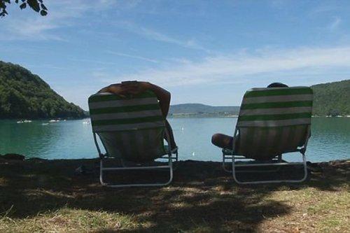 Jura : le lac de Chalain fermé à la baignade jusqu'à nouvel ordre en raison d'une mauvaise qualité de l'eau