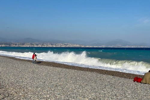 Alpes-Maritimes et Var : des vents importants en bordure littoral génèrent une forte houle