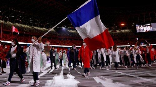 VIDEO. JO 2021 : deux porte-drapeaux, un salto... L'entrée en fanfare de la France à Tokyo