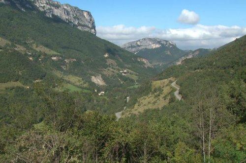 C'est la galère au quotidien pour les habitants d'Echevis (Drôme) depuis que la route est coupée pour cause de travaux