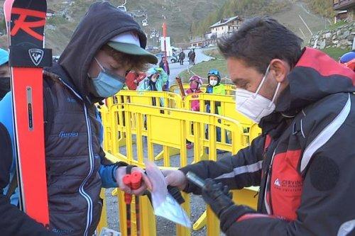Ski : Pass sanitaire ou pas ? Entre l'Italie et la Suisse, une ouverture des pistes à deux vitesses