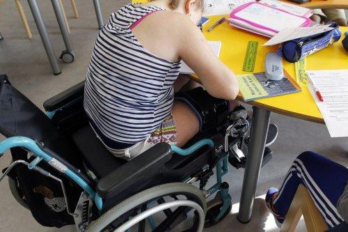 Mobilisation des AESH, accompagnants d'élèves en situation de handicap, à Toulouse et dans la région