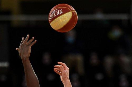 Paris Basketball se rapproche des Playoffs en battant Denain