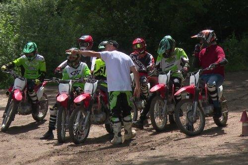 Lutte contre les rodéos urbains : première séance de motocross pour les jeunes de Vaulx-en-Velin