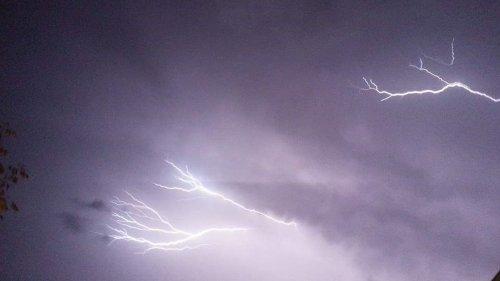 Orages dans le Sud-Est : jusqu'à 175 millimètres de précipitations dans le Gard, des coupures de courant en Ardèche et dans la Drôme