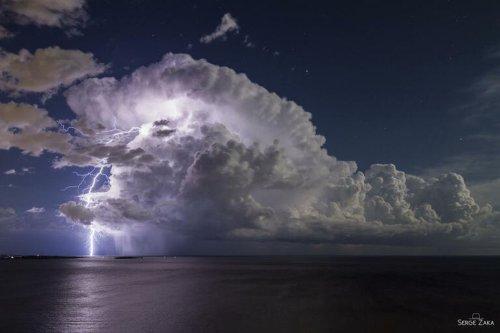 Concours du photographe météo de l'année 2021 : un chasseur d'orage remporte le prix du public avec une photo dans la baie de Cannes
