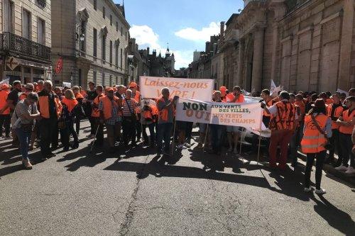 Dijon : 350 chasseurs manifestent devant la préfecture