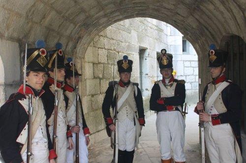 Bicentenaire de Napoléon. Dans le costume d'un soldat de l'Empire, Benoît fait revivre Napoléonville