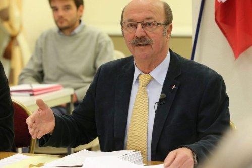 Vaccination : en Isère, ce maire qui va offrir une prime et un congé aux agents municipaux qui se feront vacciner