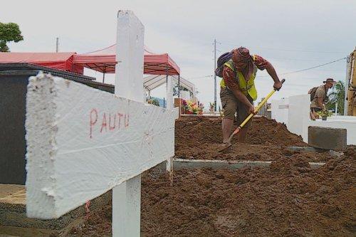 La pluie endommage des tombes - Polynésie la 1ère