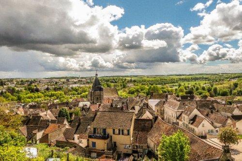 """""""Elle mérite d'être connue"""" : deux blogueurs font découvrir les secrets d'Epernon, la cité de caractère d'Eure-et-Loir"""