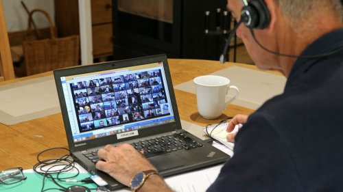 """""""Sur une même journée, on pouvait avoir cinq réunions"""" : des salariés en télétravail apprennent à déconnecter"""