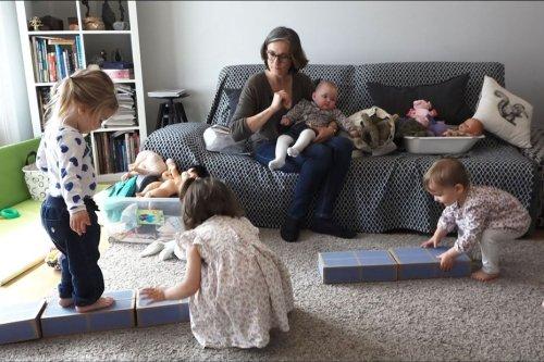 Confinements, télétravail : les essentielles assistantes maternelles