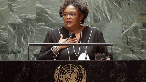 """""""Get up, stand up"""" : Mia Mottley, la Première ministre de la Barbade dont le discours a bousculé l'assemblée générale de l'ONU"""