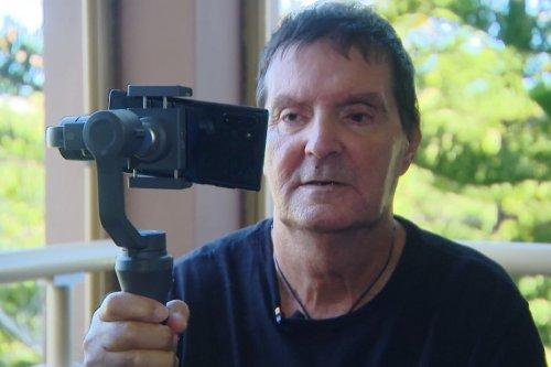 Michel Boulanger, youtubeur malvoyant, met le handicap en lumière - Nouvelle-Calédonie la 1ère