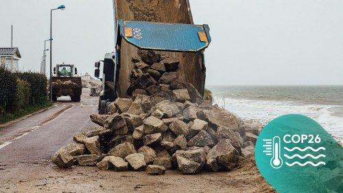 """REPORTAGE. Face à la #MontéeDesEaux, le désarroi de Gouville-sur-Mer : """"On ne pensait pas que ça arriverait si vite"""""""