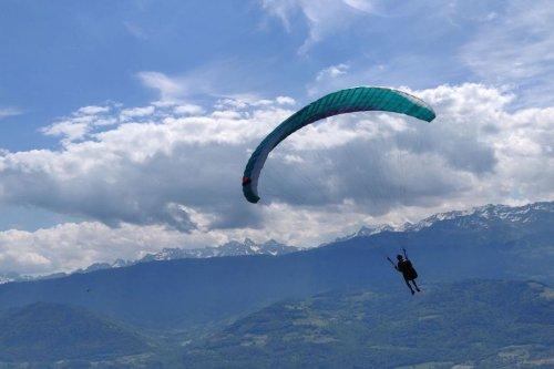 """Haute-Savoie : un parapentiste de 29 ans victime d'un accident de type """"retour au sol"""" à Passy"""