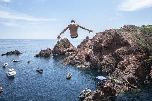 VIDEO. Les premières images de la Red Bull Cliff Diving à Saint-Raphaël dans le Var