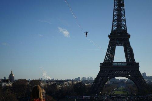 Paris : Nathan Paulin va traverser la Seine à 70 mètres de hauteur