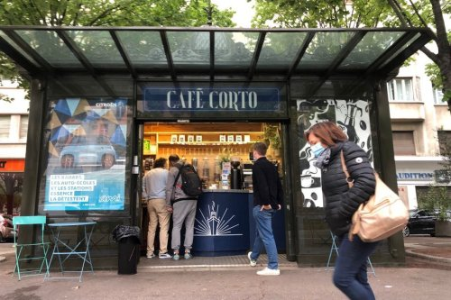 Cafetier, boulanger, artiste : la seconde vie des kiosques à journaux à Marseille