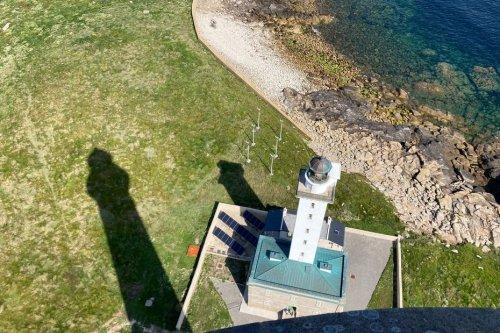 Sur l'île Vierge, l'ancien phare devient un gîte pour touristes en quête de nuits insolites