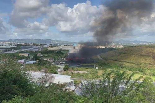 Les déchets brûlent à petit feu dans la décharge la Trompeuse et dégagent des substances chimiques toxiques - Martinique la 1ère