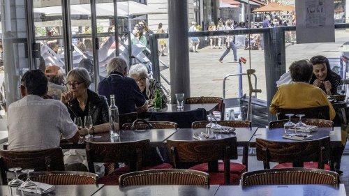 VRAI OU FAKE. Réouverture des restaurants : le risque de contamination par le Covid-19 est-il vraiment plus faible en terrasse qu'en salle ?