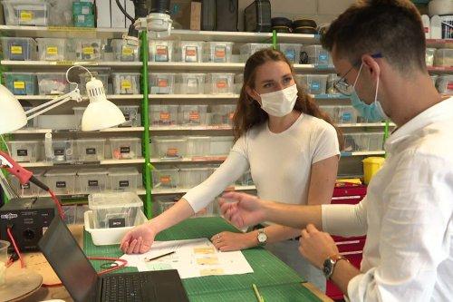 À Compiègne, deux étudiants ont conçu des manches anti-bactériennes pour que les soignants n'aient plus froid