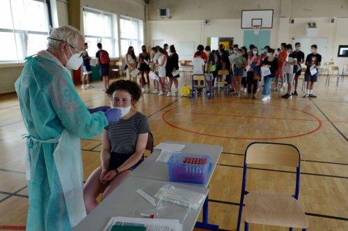 """Nouveau protocole sanitaire Covid à l'école : """"Énorme agacement et immense fatigue"""" selon le syndicat SNES-FSU du Doubs"""