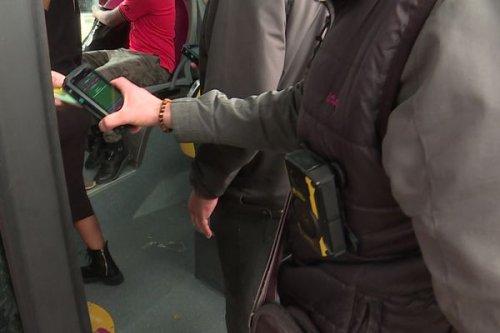 Rouen : les contrôleurs du réseau de transports en commun de l'agglomération désormais équipés d'une caméra